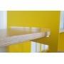 Détail étagère en bois et structure acier laqué jaune