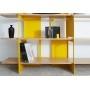 Détail étagères en bois et fond en acier laqué jaune